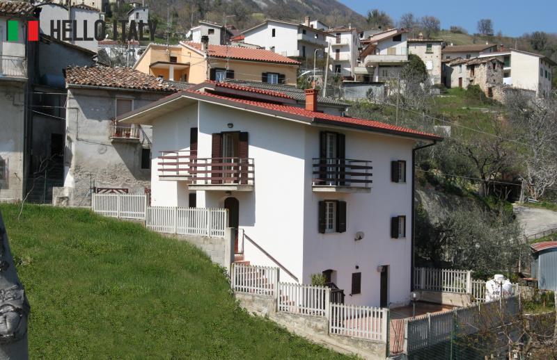 Casa di campagna molto panoramica vicino al parco gran for Piani di casa di campagna francese con veranda