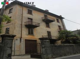 Palacio en venta a  Dervio (Lombardía)